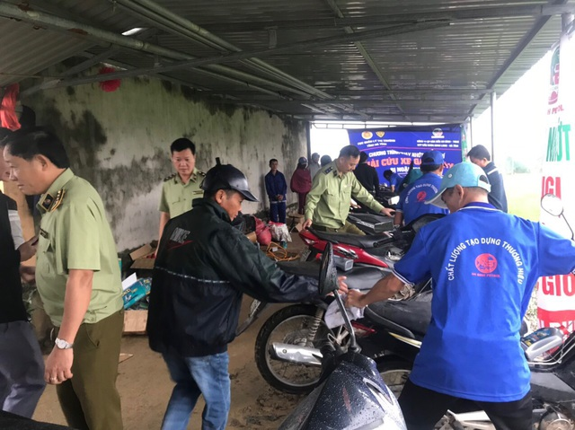 Hồi sinh hàng chục ngàn xe máy ngập nước cho bà con vùng lũ - 5