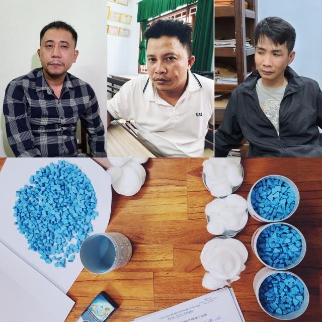 Phá đường dây mua bán 4.000 viên thuốc lắc từ TPHCM về Đà Nẵng - 1