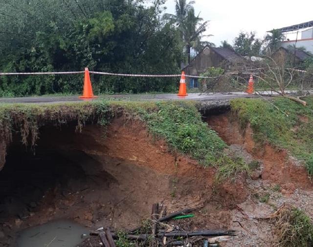 Di dời khẩn cấp hàng trăm hộ dân, nhiều tuyến đường bị chia cắt - 5