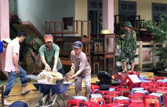 Phú Yên: Khẩn trương giúp dân khắc phục hậu quả bão, lũ…ổn định cuộc sống - 6