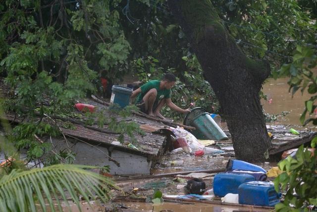 """Bão Vamco càn quét Phillippines, Manila tê liệt trong """"biển"""" nước - 10"""