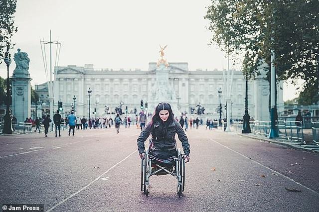 Cuộc sống gia đình viên mãn của người phụ nữ mất đi đôi chân ở tuổi 18 - 23