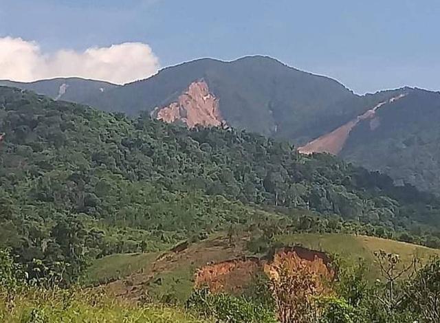 Nhiều tiếng nổ lớn phát ra từ núi, người dân sống trong bất an - 3