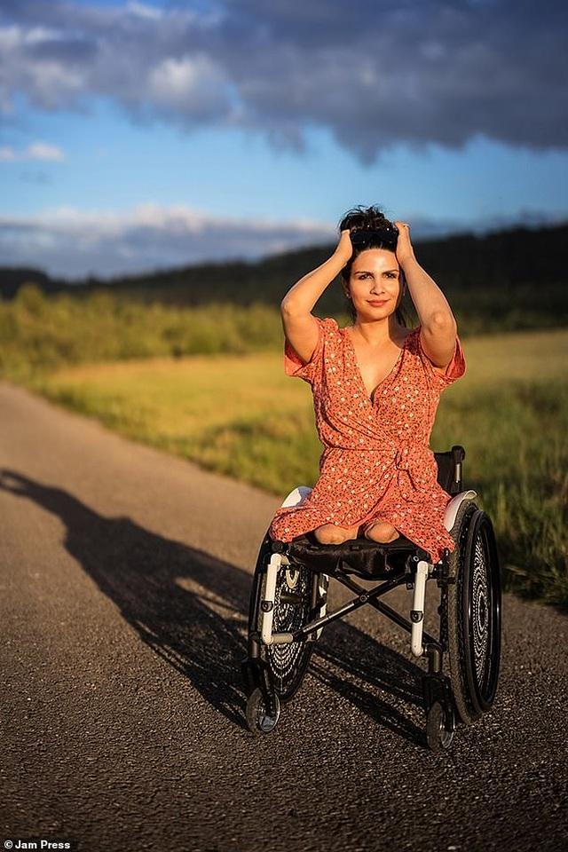 Cuộc sống gia đình viên mãn của người phụ nữ mất đi đôi chân ở tuổi 18 - 2