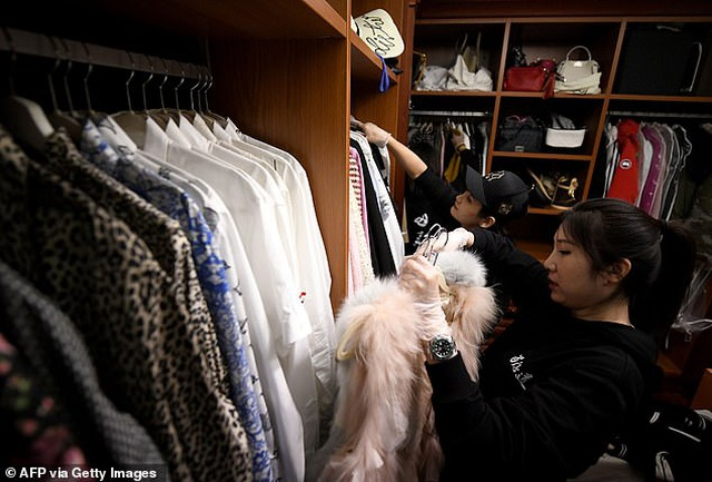 Kỳ lạ nghề xếp dọn tủ đồ cho giới nhà giàu - 1