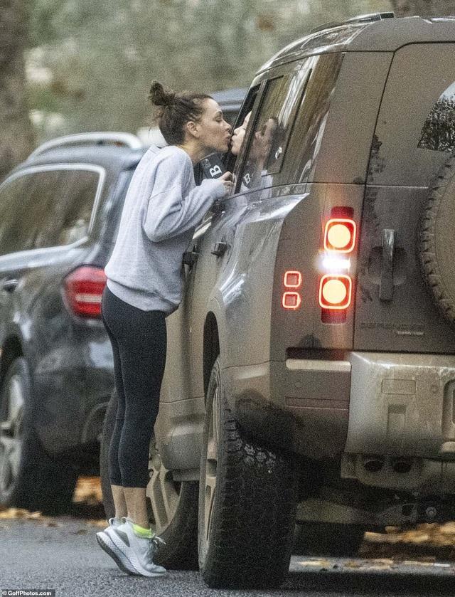 Victoria Beckham và lần hiếm hoi để lộ mặt mộc - 2