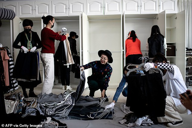 Kỳ lạ nghề xếp dọn tủ đồ cho giới nhà giàu - 5