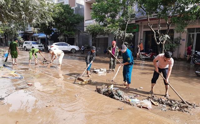 Phú Yên: Khẩn trương giúp dân khắc phục hậu quả bão, lũ…ổn định cuộc sống - 3