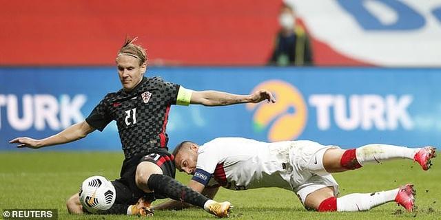 Đang thi đấu, ngôi sao Croatia phải đi cách ly vì nhiễm Covid-19 - 2