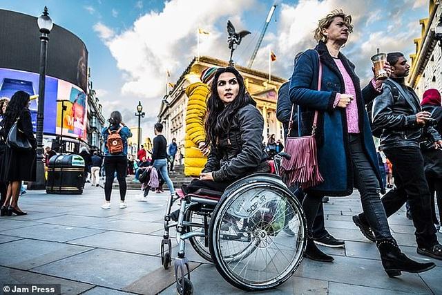 Cuộc sống gia đình viên mãn của người phụ nữ mất đi đôi chân ở tuổi 18 - 19