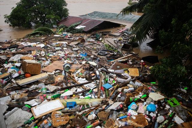 """Bão Vamco càn quét Phillippines, Manila tê liệt trong """"biển"""" nước - 9"""