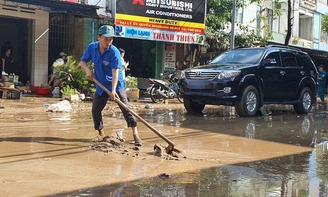 Phú Yên: Khẩn trương giúp dân khắc phục hậu quả bão, lũ…ổn định cuộc sống - 2