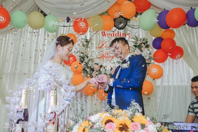 Thích thú ảnh cưới vượt lũ nhưng... vẫn vui của cặp đôi ở Hà Tĩnh - 9