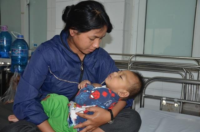 Chung tay cứu bé trai 19 tháng tuổi từ vùng lũ Quảng Trị - 2