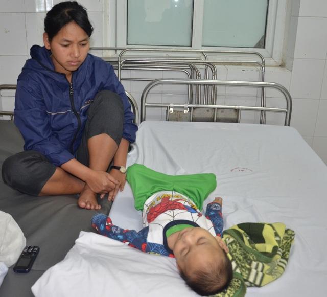 Chung tay cứu bé trai 19 tháng tuổi từ vùng lũ Quảng Trị - 3