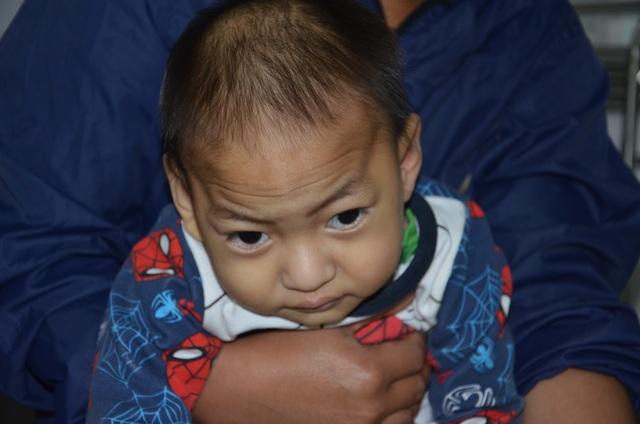 Chung tay cứu bé trai 19 tháng tuổi từ vùng lũ Quảng Trị - 7