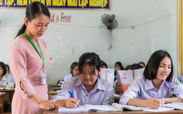 Nữ sinh trường huyện giành giải Nhất HSG ngữ văn với bài thi 14 trang giấy - 2