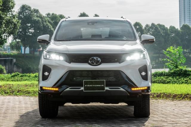 """Fortuner 2020 dẫn đầu phân khúc SUV cỡ trung tháng 10 với hơn 1.100 xe bán ra, """"đe nẹt"""" đối thủ - 1"""