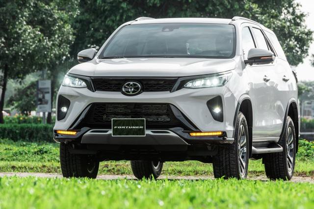 """Fortuner 2020 dẫn đầu phân khúc SUV cỡ trung tháng 10 với hơn 1.100 xe bán ra, """"đe nẹt"""" đối thủ - 2"""