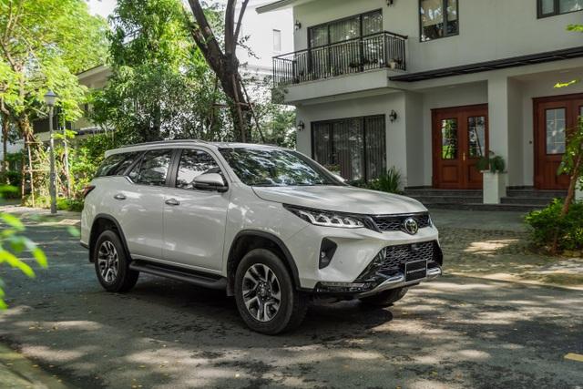 """Fortuner 2020 dẫn đầu phân khúc SUV cỡ trung tháng 10 với hơn 1.100 xe bán ra, """"đe nẹt"""" đối thủ - 3"""