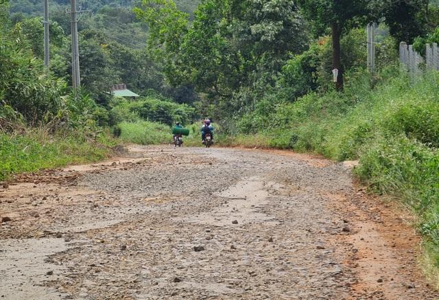 Ngán ngẩm cảnh đường vào khu di tích quốc gia bị cày nát tại Đắk Nông - 1