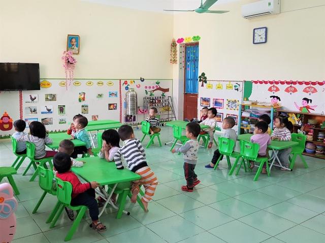 Vụ cô giáo bị tố bạo hành trẻ 15 tháng tuổi: Tiếp tục đình chỉ 2 giáo viên - 2