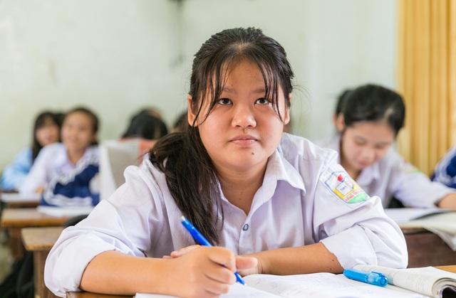 Nữ sinh trường huyện giành giải Nhất HSG ngữ văn với bài thi 14 trang giấy - 3