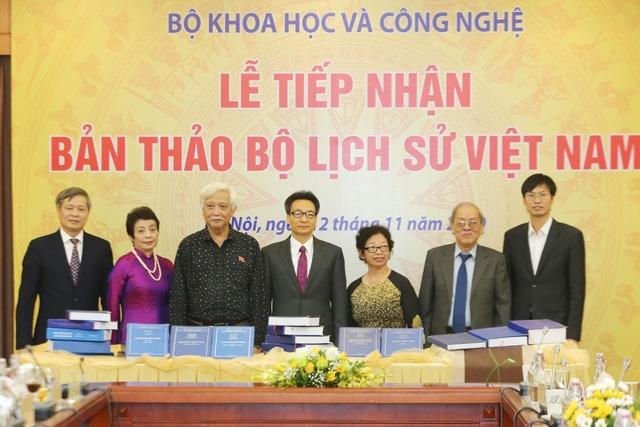 Bộ Khoa học và Công nghệ tiếp nhận bản thảo bộ Quốc sử Việt Nam - 2
