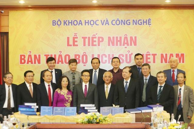 Bộ Khoa học và Công nghệ tiếp nhận bản thảo bộ Quốc sử Việt Nam - 3