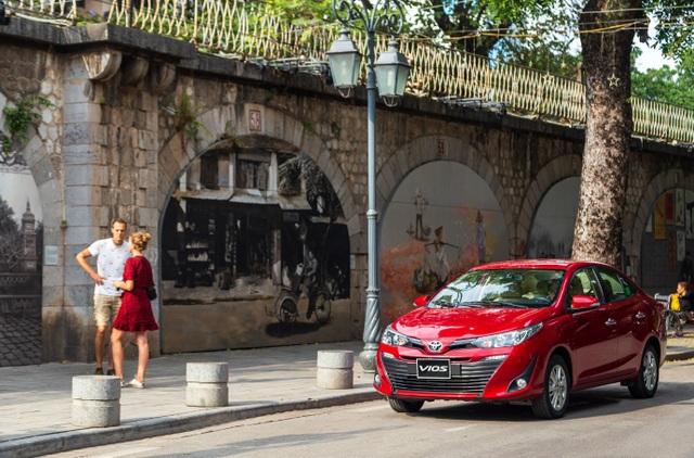 Toyota Vios lập đỉnh với 3.443 xe bán tháng 10, bỏ xa đối thủ - 4