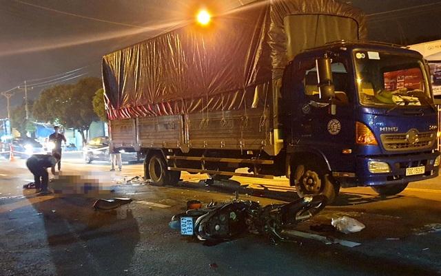 Xe máy tông đuôi xe tải, thiếu nữ 14 tuổi tử vong thương tâm - 1