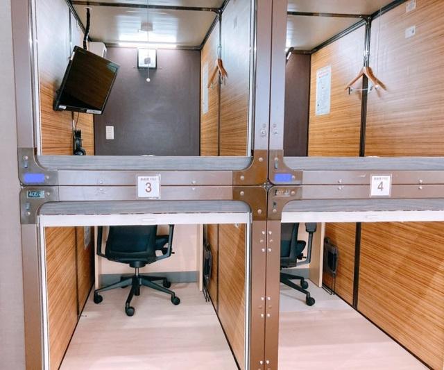 Bên trong văn phòng con nhộng tại Nhật: Miễn phí Wi-Fi, TV, sạc điện... - 2