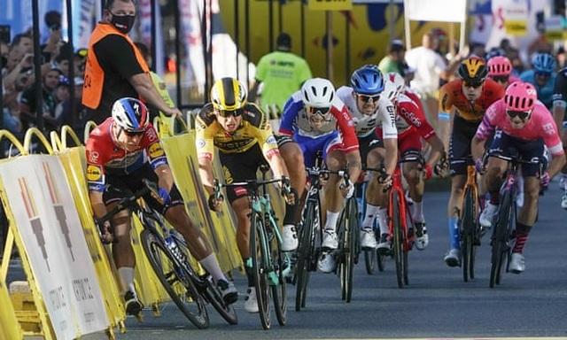 Tay đua xe đạp bị trừng phạt cực nặng vì hành vi xấu xí - 1