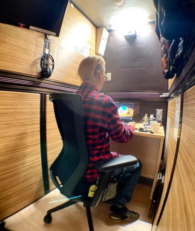 Bên trong văn phòng con nhộng tại Nhật: Miễn phí Wi-Fi, TV, sạc điện... - 5