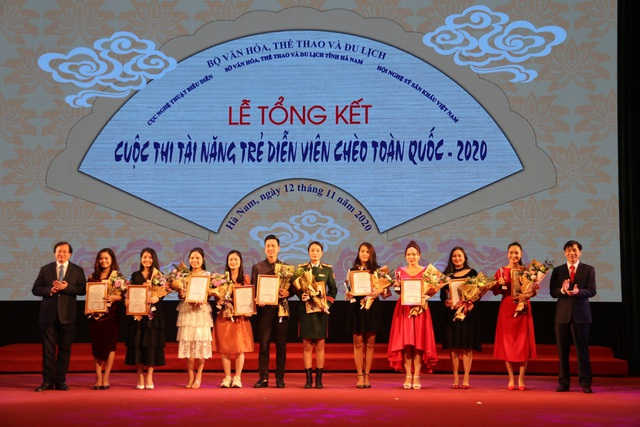 Trao 28 huy chương cho các tài năng trẻ sân khấu Chèo chuyên nghiệp - 3