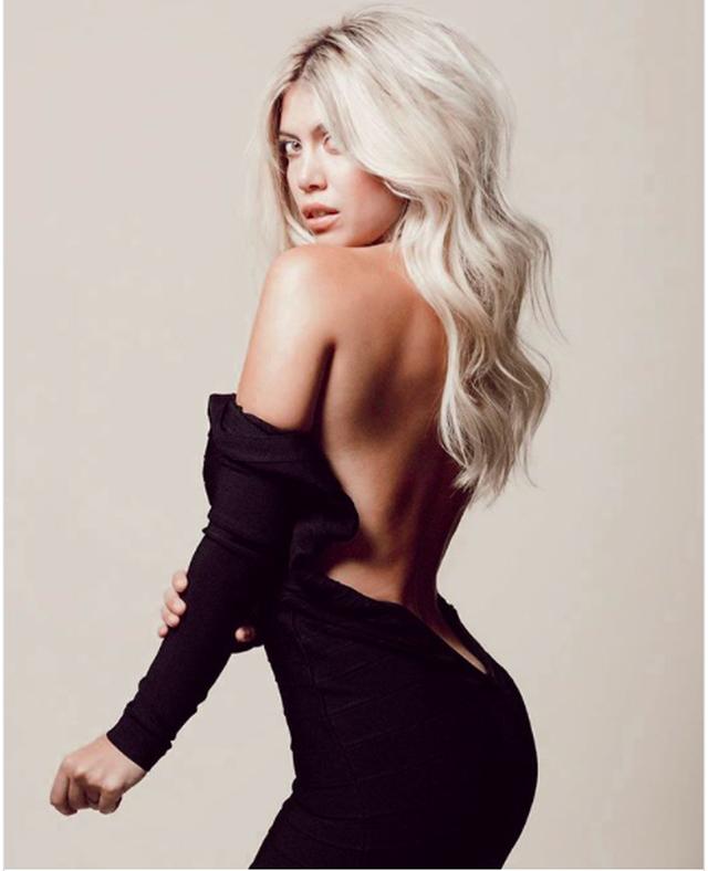 Bà xã Icardi diện bikini khoe dáng hút hồn người hâm mộ - 4
