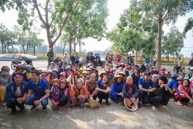 Người dân xứ Quảng rưng rưng nhận hỗ trợ - 7