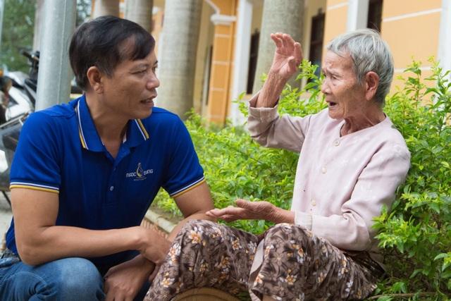 Người dân xứ Quảng rưng rưng nhận hỗ trợ - 8