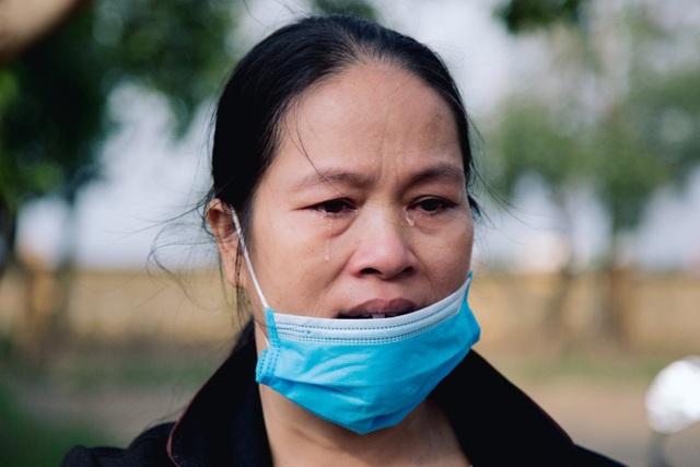 Người dân xứ Quảng rưng rưng nhận hỗ trợ - 9