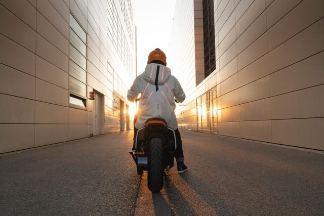 BMW CE04 - Cái nhìn mới về xe máy điện - 10