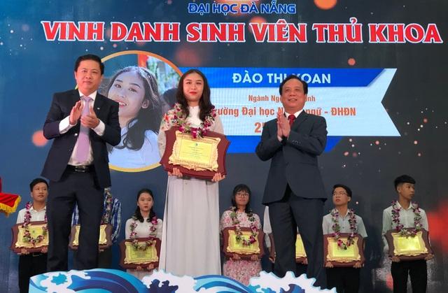 Đại học Đà Nẵng vinh danh thủ khoa 2020 - 1