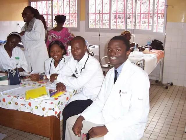 Hành trình từ nghèo đói tới Đại học Harvard của chàng trai Cameroon - 1