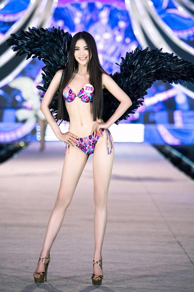 Trần Tiểu Vy, Phương Nga và Thúy An cùng Top 35 trình diễn bikini nóng bỏng - 15