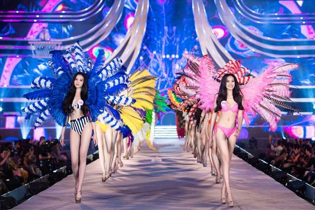 Trần Tiểu Vy, Phương Nga và Thúy An cùng Top 35 trình diễn bikini nóng bỏng - 8