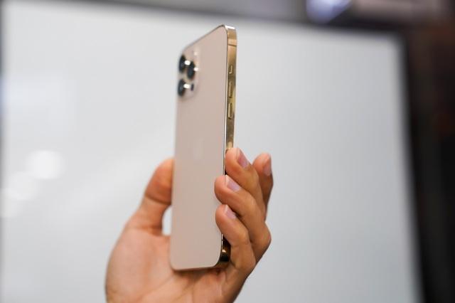 Trên tay iPhone 12 Pro Max đầu tiên tại Việt Nam, giá 53 triệu đồng - 8