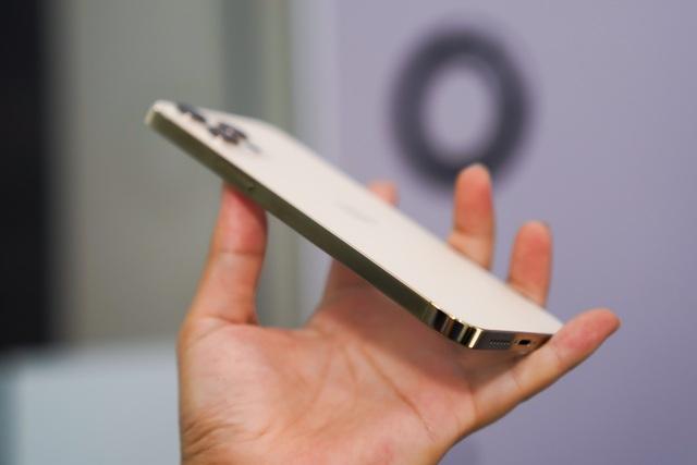 Trên tay iPhone 12 Pro Max đầu tiên tại Việt Nam, giá 53 triệu đồng - 10