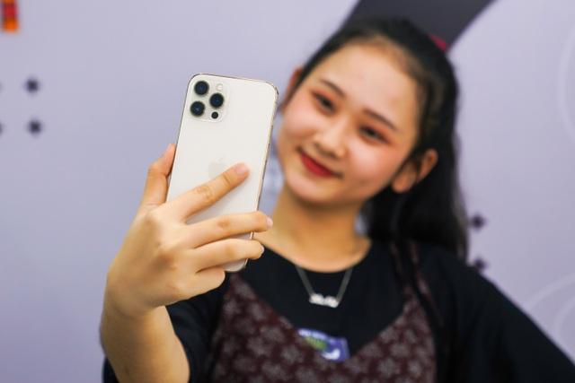 Trên tay iPhone 12 Pro Max đầu tiên tại Việt Nam, giá 53 triệu đồng - 6