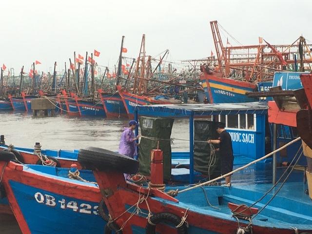 Quảng Bình: Di dời hơn 100 hộ dân để phòng chống bão số 13 - 1