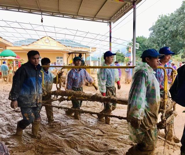 """Tuổi trẻ """"vực dậy"""" dải đất vùng biên giới bị thiệt hại nặng do mưa lũ - 9"""