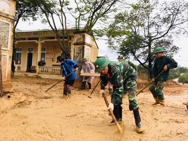 """Tuổi trẻ """"vực dậy"""" dải đất vùng biên giới bị thiệt hại nặng do mưa lũ - 6"""